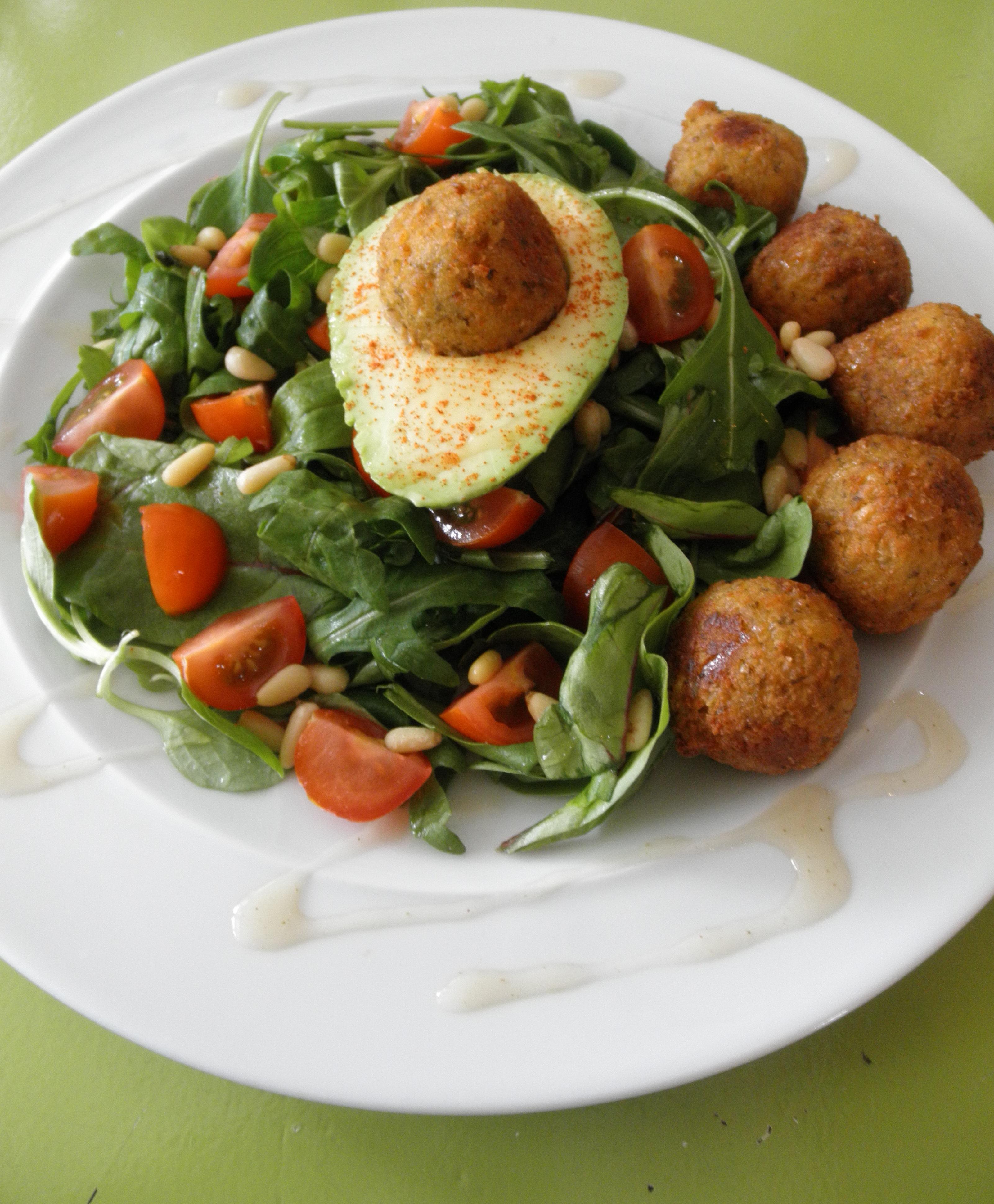 Lunchsalade met falafelballetjes